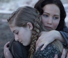 Willow_Shields_Jennifer_Lawrence_Catching_Fire